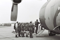1973_pm_4 Sqn Groundcrew Boarding Norwegian Hercules To Rygge May